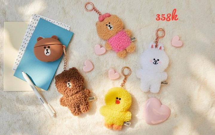 Bắt chước Jisoo, Lisa sắm móc khóa thú bông treo túi siêu cute - ảnh 11