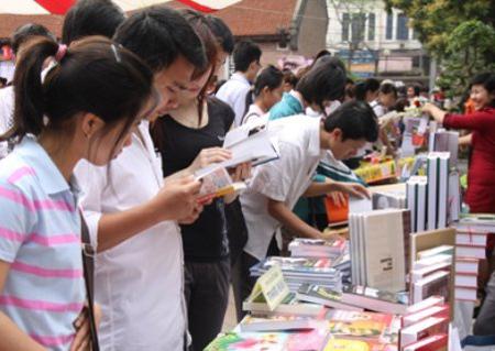 Giới trẻ đang nhầm lẫn giữa xem và đọc