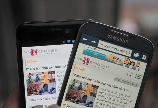 Q-Smart Dream SI đọ màn hình cùng Samsung Galaxy S4 8