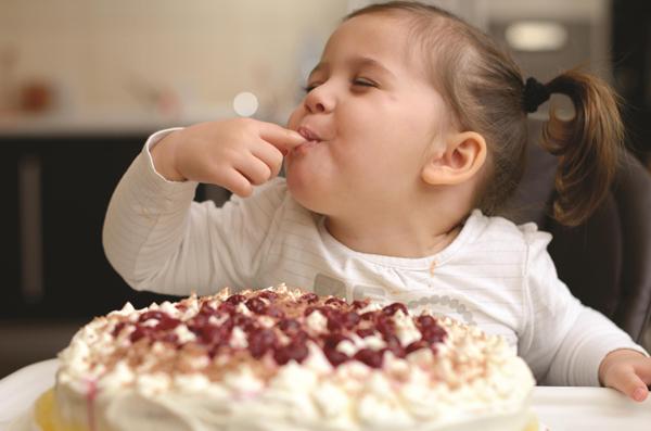 """Mách mẹ """"tuyệt chiêu"""" ngừa sâu răng hiệu quả khi trẻ thích ăn ngọt 1"""