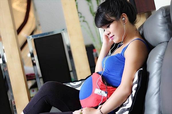Mẹ nghe nhạc đúng cách để thai nhi phát triển vượt trội 2