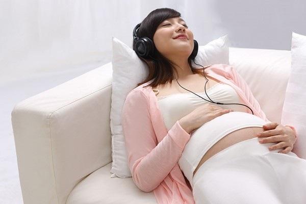Mẹ nghe nhạc đúng cách để thai nhi phát triển vượt trội 4