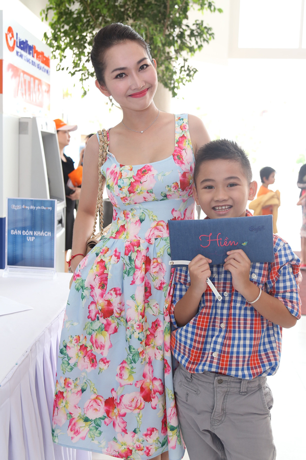 Ngày cuối tuần đáng nhớ của mẹ con sao Việt