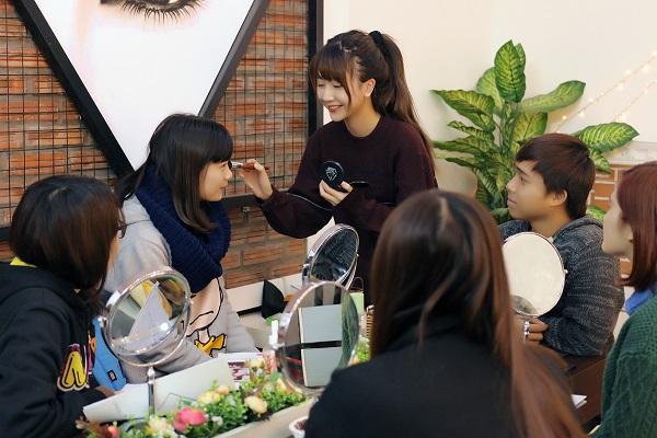 Khám phá các clip hướng dẫn makeup lôi cuốn của Quỳnh Anh Shyn 10
