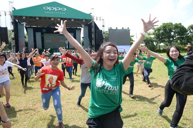 Fan nhảy flashmob dành tặng Mỹ Tâm trước thềm liveshow 5