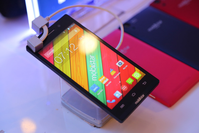 """Những lý do khiến khách hàng mê mẩn điện thoại """"7 sắc màu"""