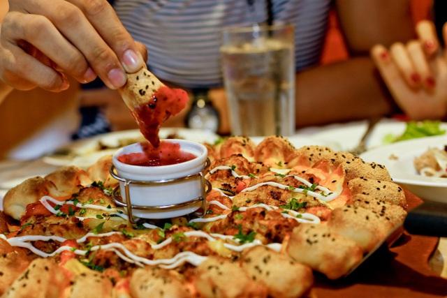 Ăn Pizza say mê, nhận quà đỉnh thỏa thuê