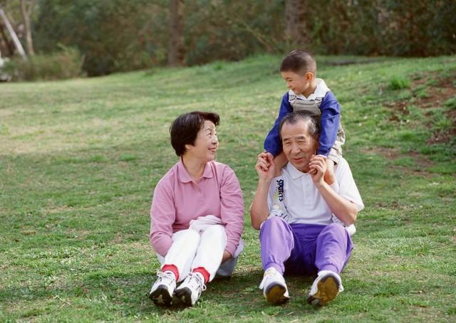 3 điều nên làm khi chăm sóc cha mẹ già 1