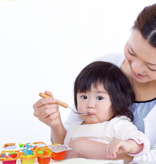 Cho trẻ ăn sữa chua đúng cách 1