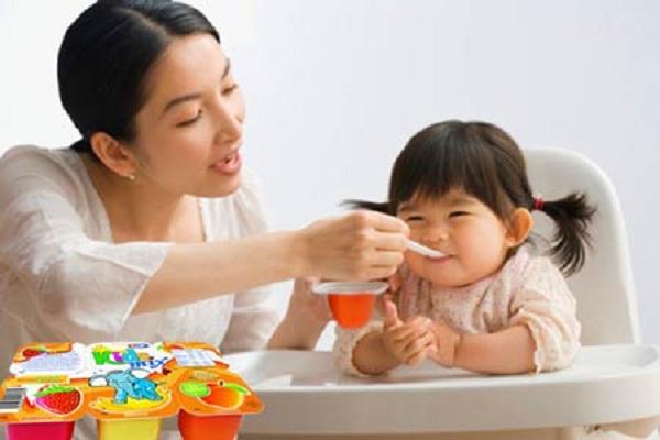 Cho trẻ ăn sữa chua đúng cách 2
