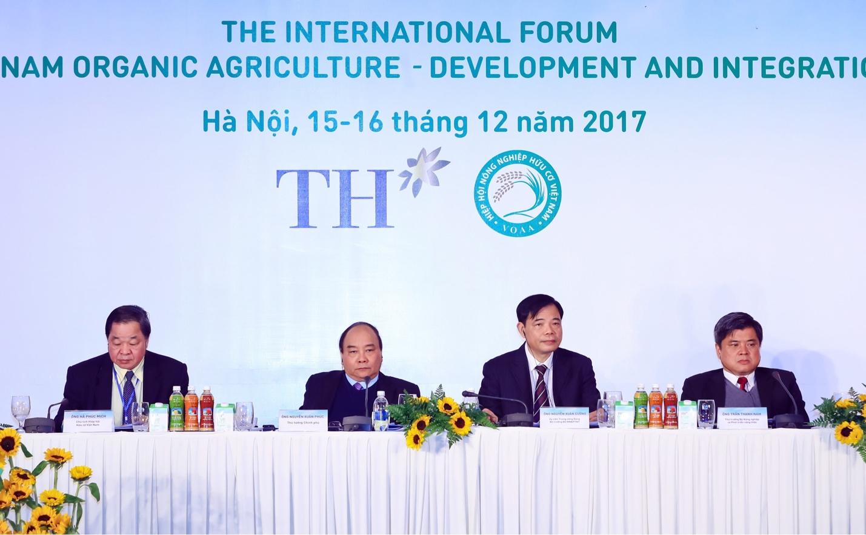 """Thủ tướng Chính phủ Nguyễn Xuân Phúc: """"Nông nghiệp hữu cơ không chỉ cho người giàu"""""""