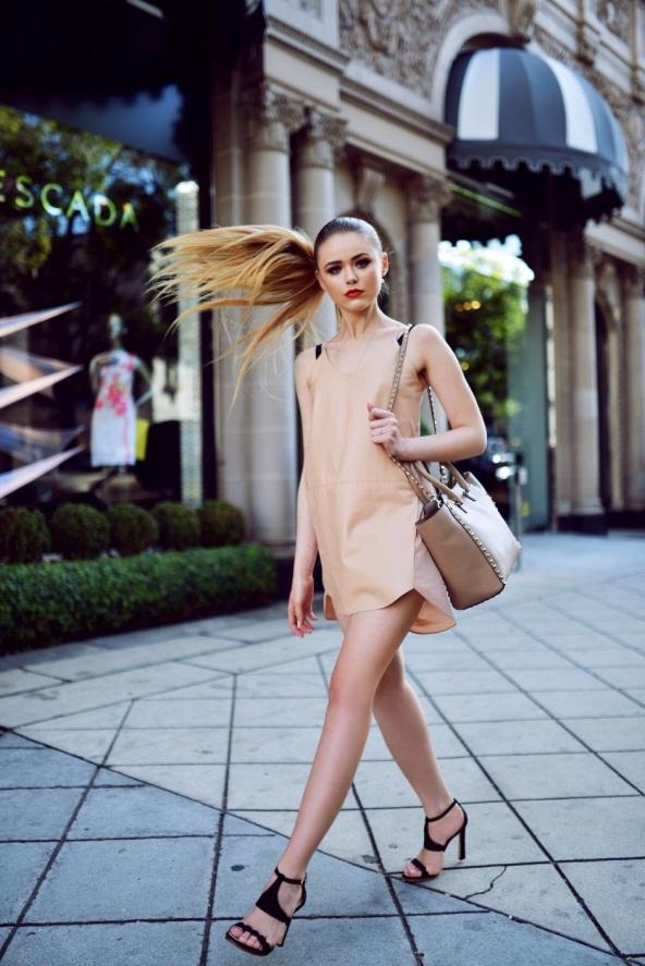 4 trang phục lãng mạn mùa Thu cùng sắc môi hồng