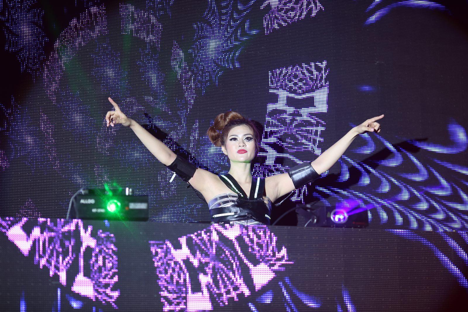 DJ Ngọc Anh: Có người khủng bố tôi trước giờ khai mạc live show của mình