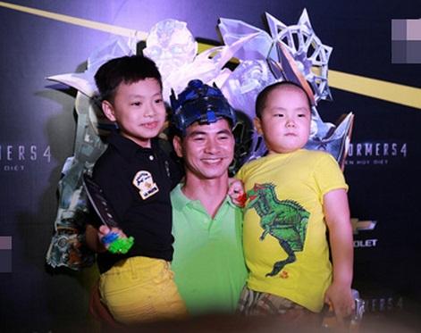Thỉnh thoảng, Xuân Bắc đưa 2 con trai tham gia sự kiện.