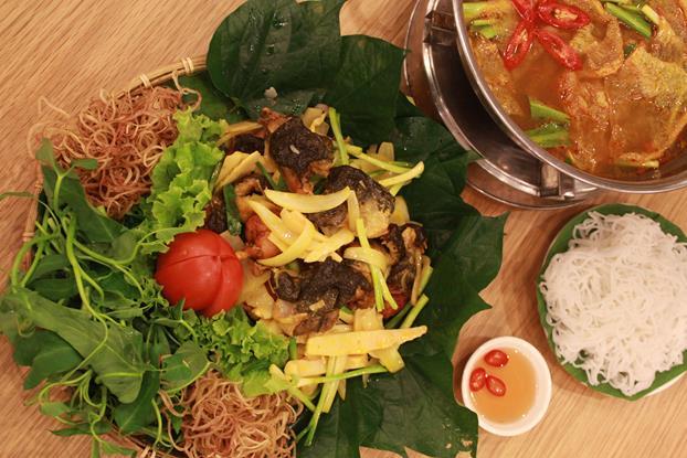 Thưởng thức lẩu ếch tuyệt ngon tại Sài Gòn - Ảnh 1.