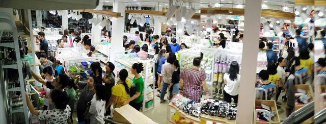 Tấp nập khách, chuỗi cửa hàng tiện ích ILAHUI mở thêm 6 điểm bán - Ảnh 5.