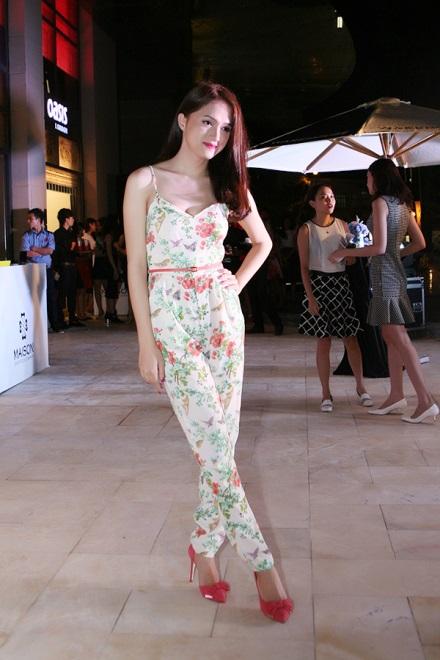 Hương Giang Idol, Đan Lê nữ tính trong tiệc ra mắt thời trang Oasis tại Hà Nội