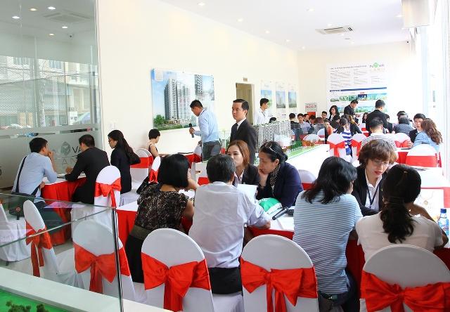 Đông khách tham quan sự kiện khai trương căn hộ mẫu Golden Mansion, Q.Phú Nhuận, TP.HCM