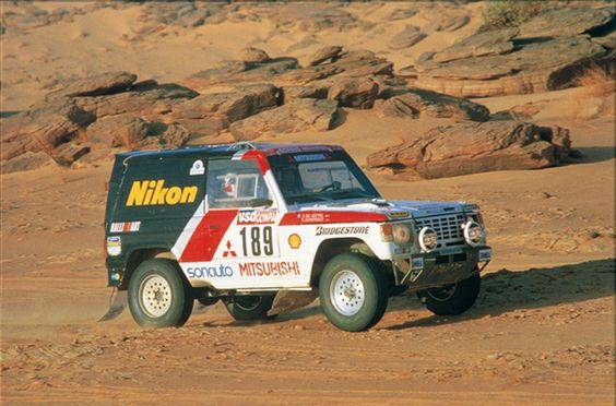Mẫu Pajero giành chiến thắng tại giải đua Dakar Rally năm 1985