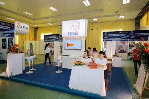 Gian hàng của hệ thống VIETNAM-TAM thu hút rất đông khách tới tham quan