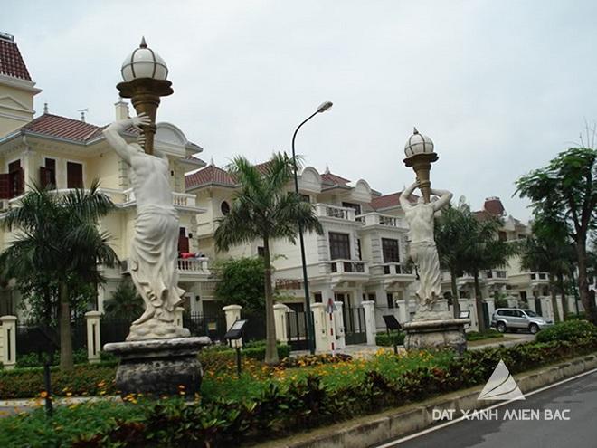 Những bức tượng nghệ thuật tô điểm cho các con đường chính trong Ciputra Hanoi