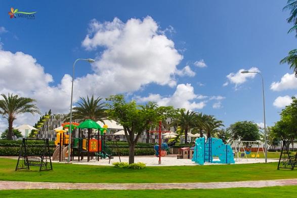Melosa Garden có thiết kế compound an ninh, hệ thống tiện ích gồm: hồ bơi, phòng gym, minimart, khu vui chơi thiếu nhi… đã hiện hữu, sẵn sàng phục vụ cư dân.