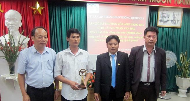 Liên tiếp thưởng nóng Vô lăng vàng 2016 Phan Văn Bắc