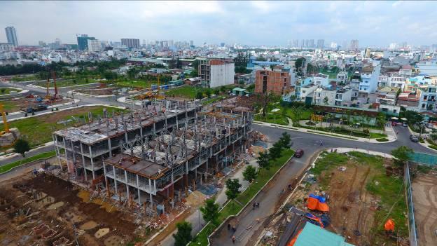 Lô C - Nhà liên kế vườn Sari của dự án Jamona Golden Silk đang xây đến tầng 4.