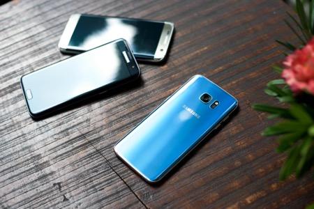 Mê hồn trước vẻ đẹp của Galaxy S7 edge Xanh Coral.