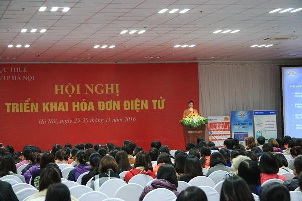 Đại diện nhà cung cấp dịch vụ T-VAN Thái Sơn giới thiệu về phần mềm hóa đơn điện tử E- Invoice.