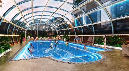 Bể bơi bốn mùa nằm vị trí trung tâm của Việt Đức Complex.