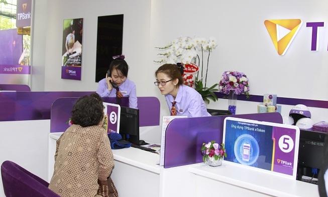 TPBank tăng cường trải nghiệm ngân hàng số tại các điểm giao dịch mới khai trương