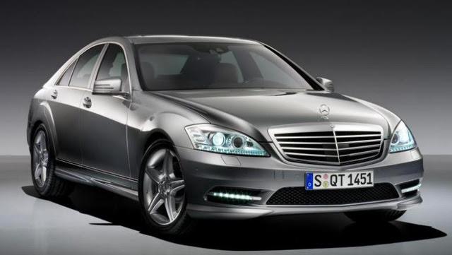 Khách được đưa đi thăm quan dự án Tuần Châu Marina bằng siêu xe Mercedes Benz.