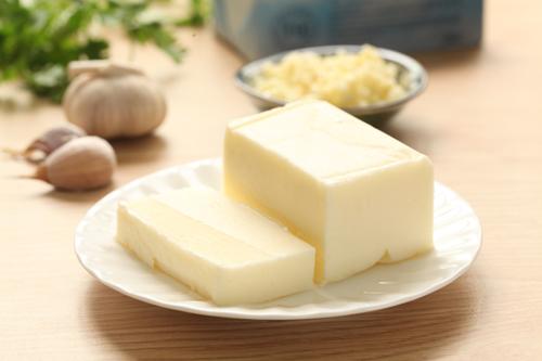 Sản phẩm bơ TH true Butter hoàn toàn tự nhiên, không sử dụng chất tạo màu nên vẫn giữ hương vị truyền thống châu Âu.