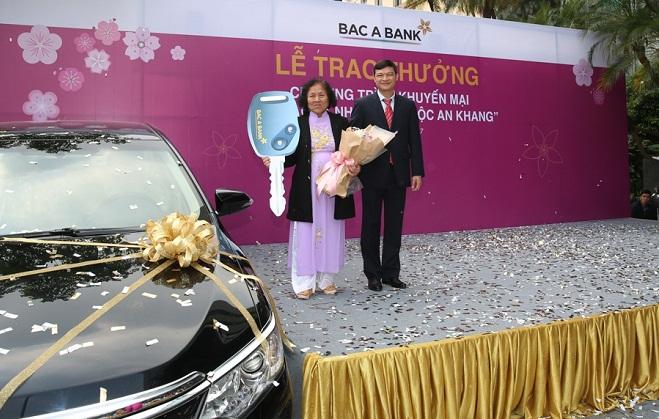 Hơn 100 khách hàng nhận quà như ý từ BAC A BANK