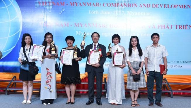Newstarland nhận giải thương hiệu sản phẩm chất lượng dịch vụ tiêu biểu ASEAN