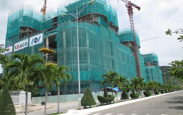 """Cận cảnh tiến độ thi công dự án Condotel """"đắt giá"""" tại vịnh Nha Trang"""