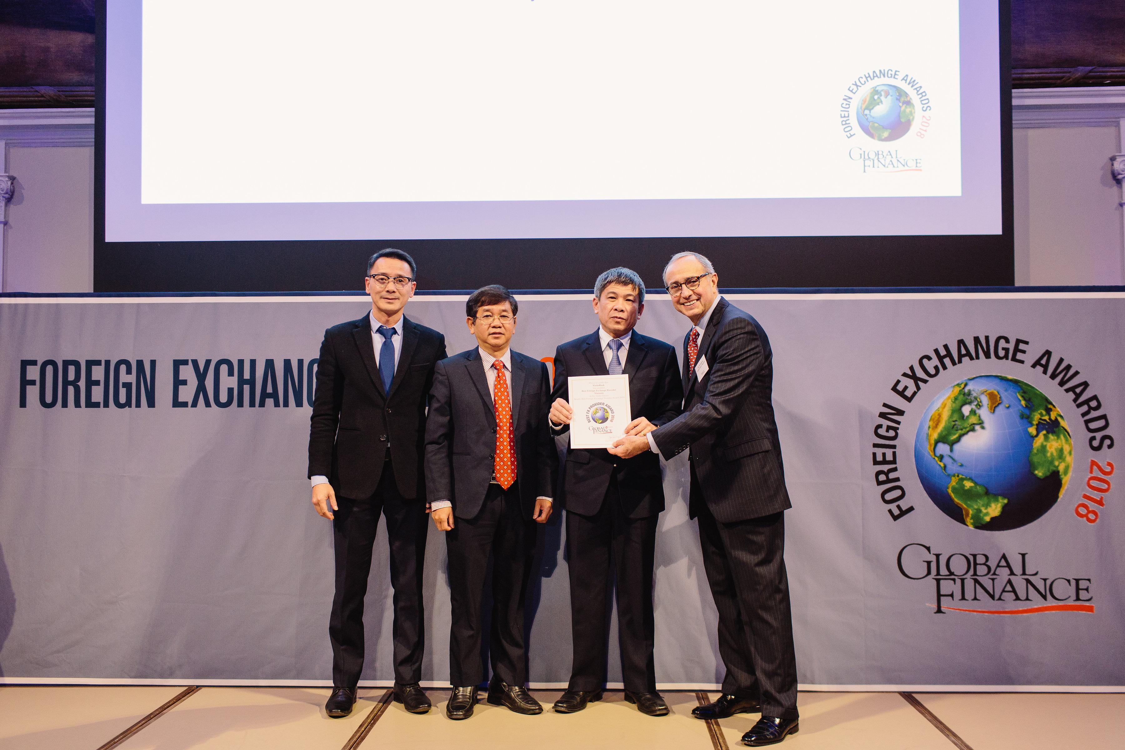 """Global Finance vinh danh VietinBank """"cung cấp dịch vụ ngoại hối tốt nhất Việt Nam 2018"""""""