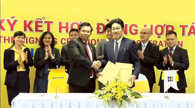 Nam A Bank hợp tác với JCB phát hành thẻ quốc tế