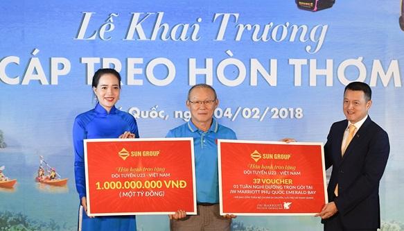 U23 Việt Nam và VFF đón nhận quà tặng 1,5 tỷ đồng cùng voucher nghỉ dưỡng tại JW Marriott Phu Quoc Emerald Bay