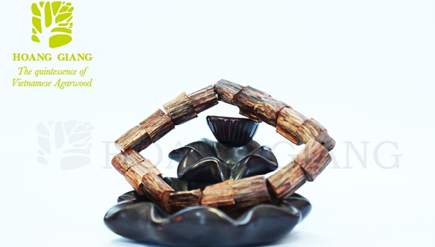 Vòng tay trầm hương - giá trị trong từng hạt trầm