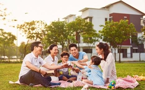 Tặng album ảnh gia đình khi tham quan dự án Dahlia Homes - Gamuda Gardens
