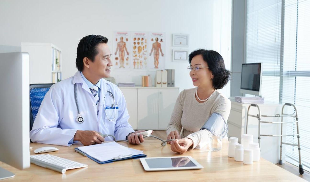 Chăm sóc sức khỏe đúng cách, phòng bệnh đột quỵ lúc giao mùa