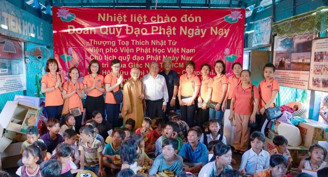 TLM Real Estate Corporation trao yêu thương tới kiều bào nghèo tại Campuchia