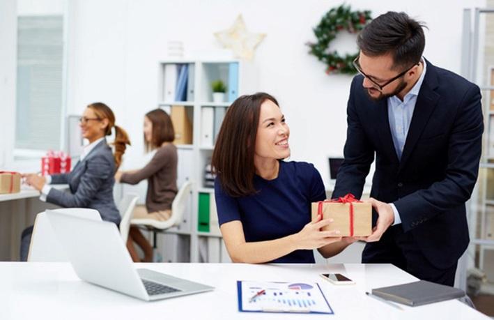 Quà tết tặng đối tác và khách hàng: Lựa chọn nào phù hợp?
