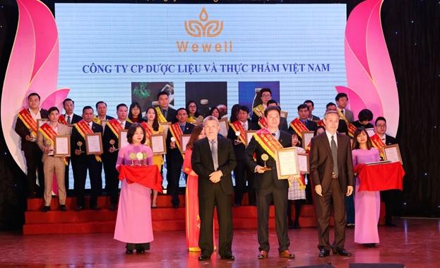 """Nước thảo dược Wewell vinh dự nhận giải thưởng """"Sản phẩm vàng vì sức khoẻ cộng đồng"""""""