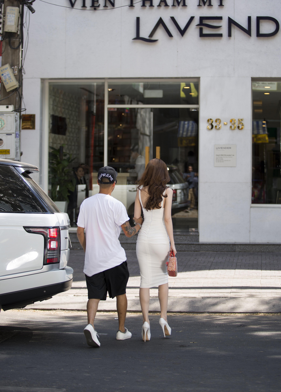 Ngọc Trinh lái siêu xe 8 tỷ, khoe đường cong gợi cảm trên phố - Ảnh 5.