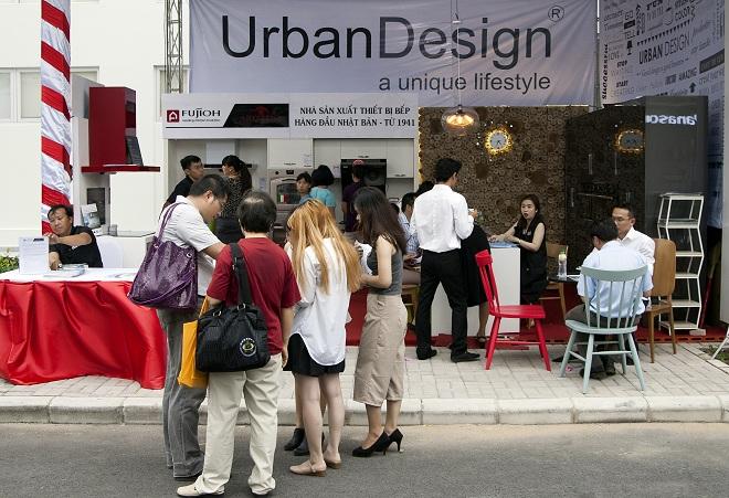 Gian hàng của công ty thiết kế nội thất Urban Design – 1 trong 25 đối tác tham gia dành ưu đãi đặc biệt cho cư dân Happy Valley khi nhận nhà.