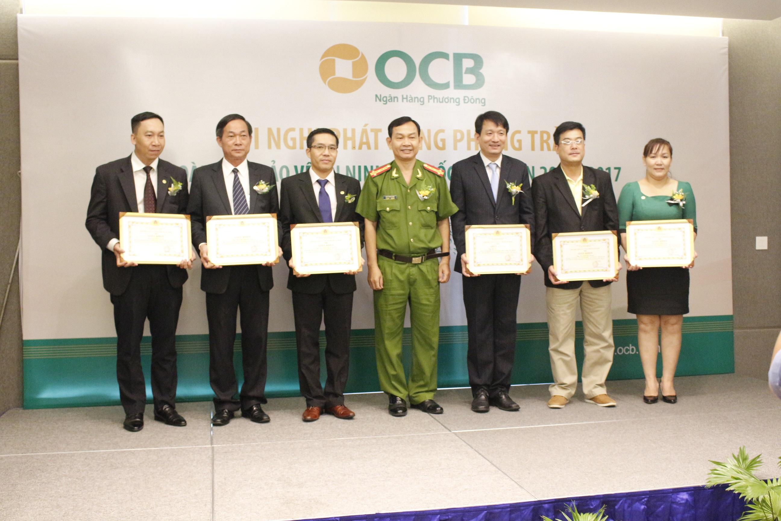 Ngân hàng Phương Đông nhận bằng khen về hoạt động phong trào toàn dân bảo vệ an ninh Tồ quốc