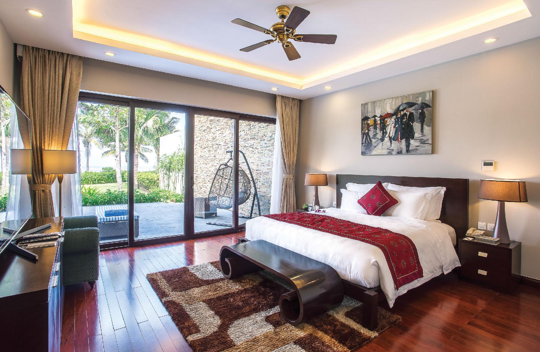 Phòng ngủ ấm áp, trang nhã theo lối kiến trúc tân cổ điển tại biệt thự Vinpearl Paradise Villas